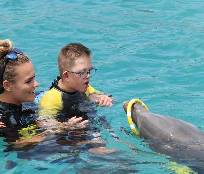 Goede stappen voor Tim met dolfijn therapie