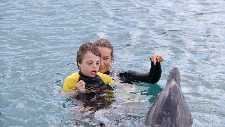 Dolfijn ondersteunende therapie voor Aiden